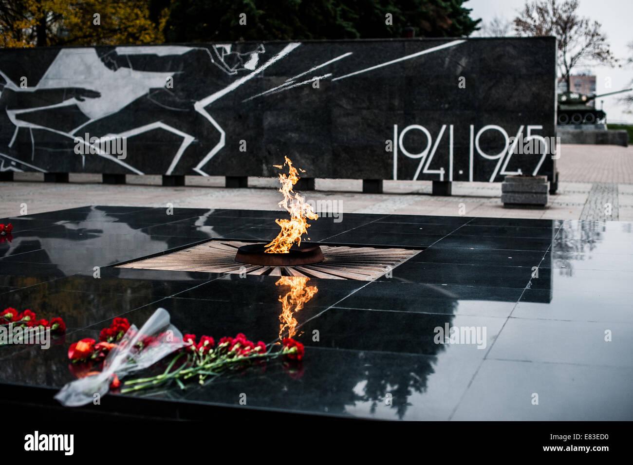 Un fuoco eterno. Monumento ai soldati che sono andati persi nella grande guerra otechestvonny. Immagini Stock