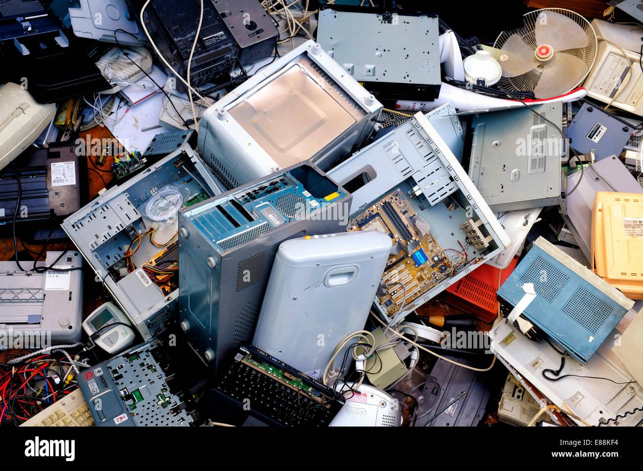 Immagine ravvicinata di alcuni rifiuti elettronici Immagini Stock