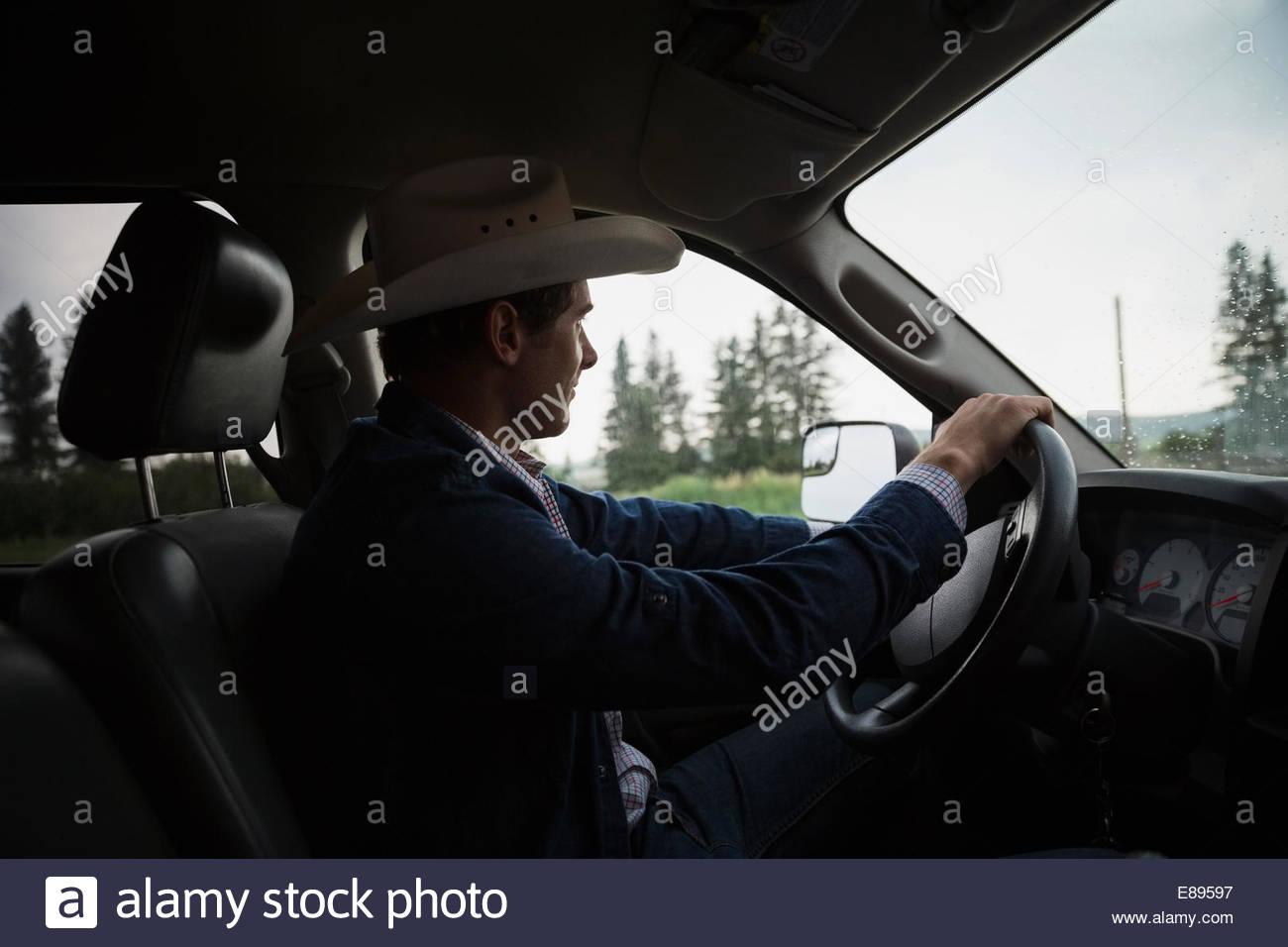 Cowboy con cappello da cowboy carrello di guida Immagini Stock