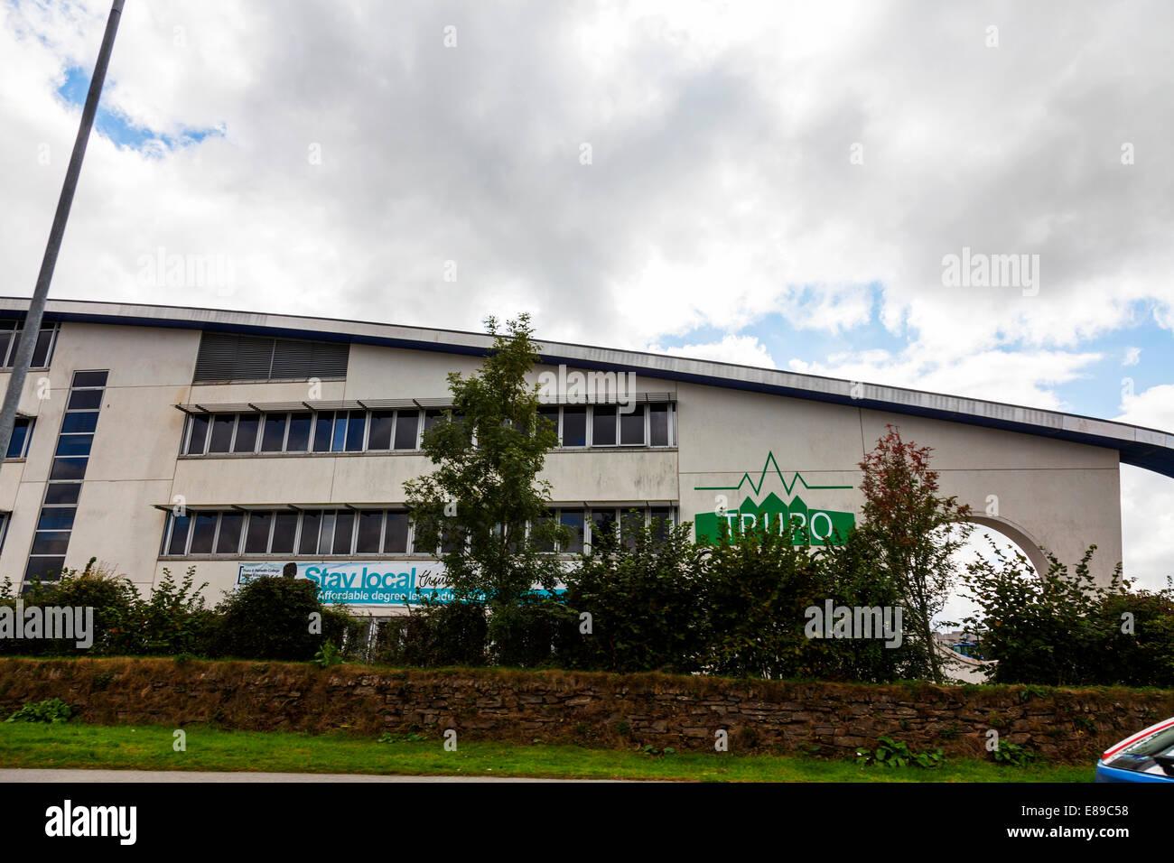 Truro e Penwith College è un collegio terziaria di ulteriore istruzione Edificio Esterno facciata esterna nome sign Foto Stock
