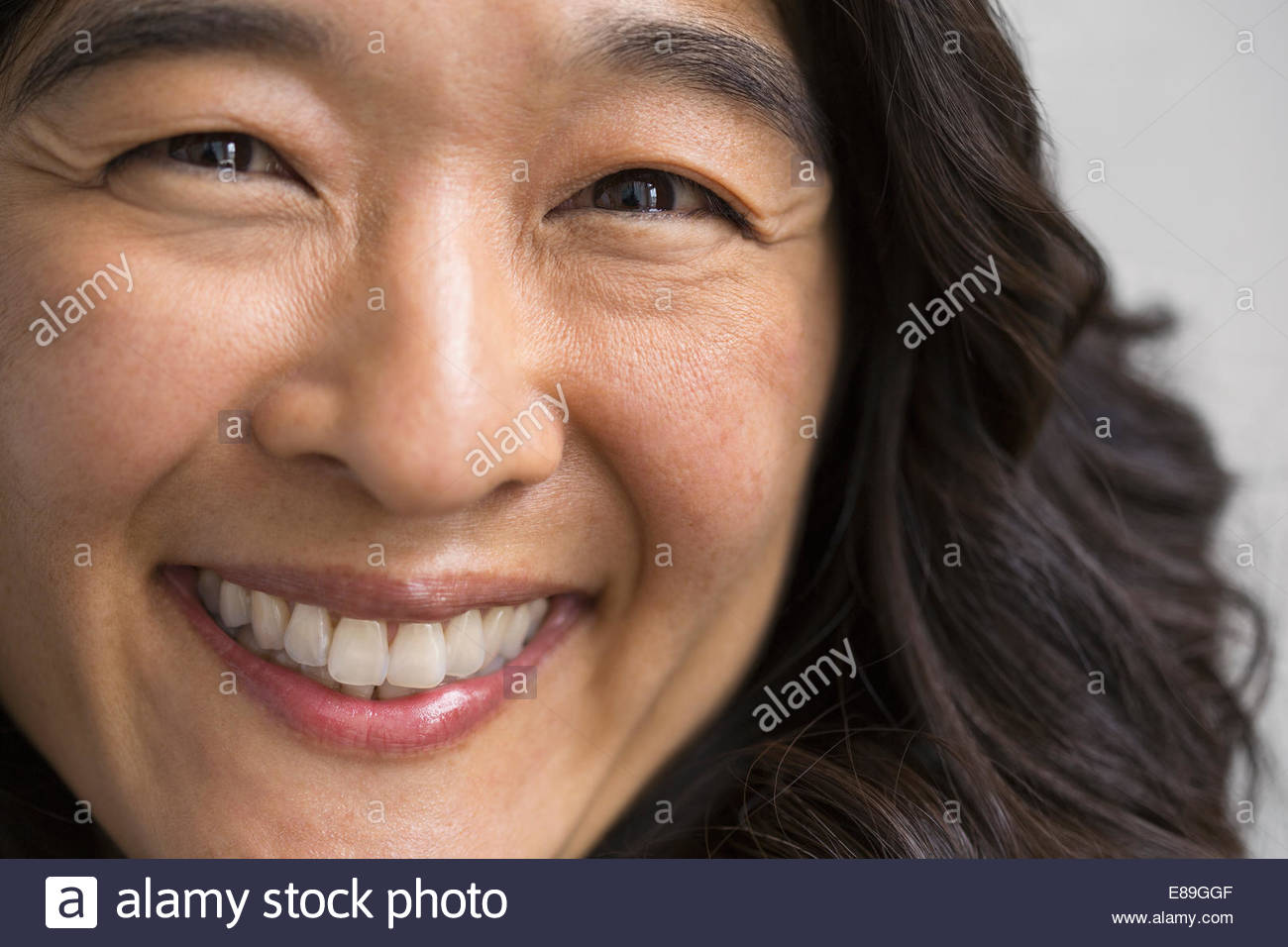 Close up ritratto di donna sorridente Immagini Stock