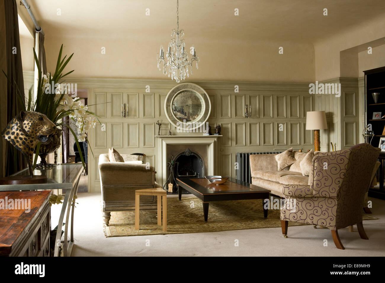 Pareti Grigie Salotto : Di colore grigio pallido pareti pannellate in paese salotto con