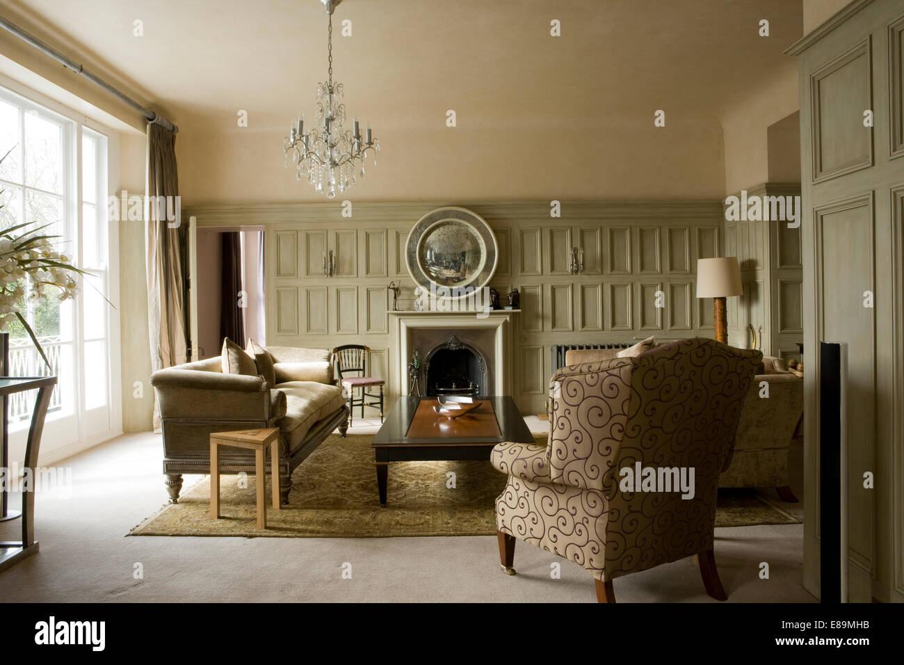 Di colore grigio pallido pareti pannellate in paese la stanza di ...