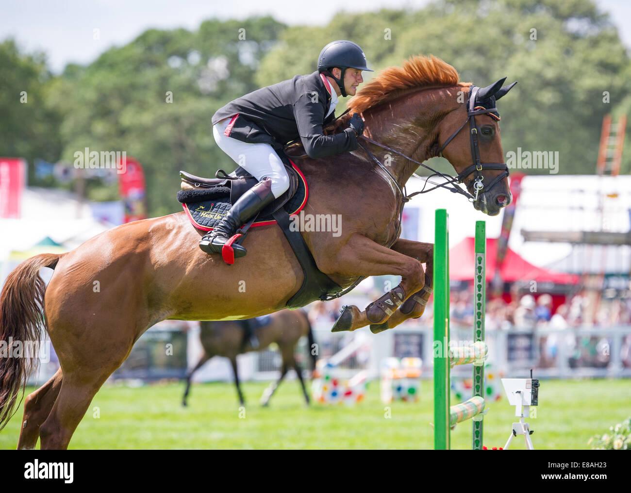 Horse Show Jumping presso la New Forest visualizza Hampshire Inghilterra Immagini Stock