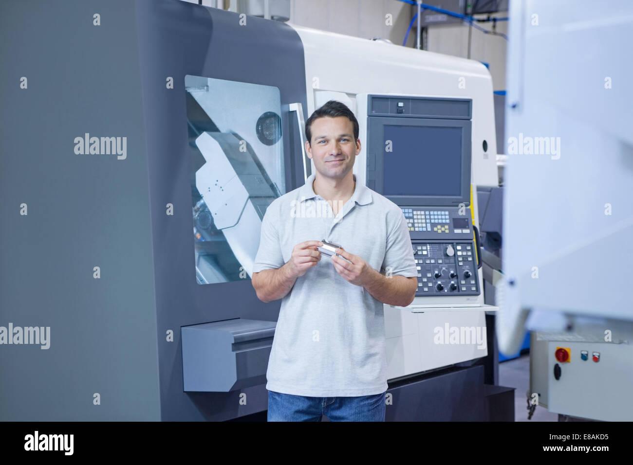Ingegnere in CNC ingegneria di precisione Immagini Stock