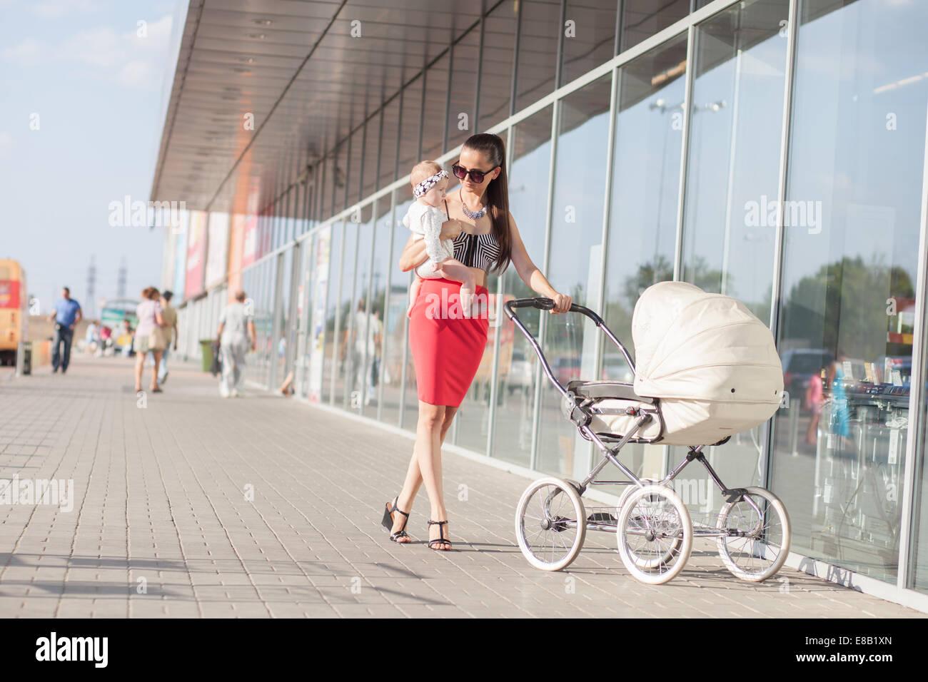 Quartiere alla moda di madre e bambino Immagini Stock