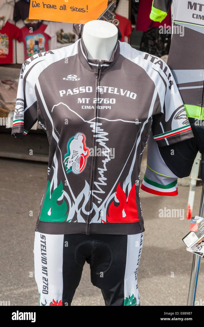 Passo Stelvio Escursioni in bicicletta jersey in vendita in cima al Passo dello Stelvio, Alto Adige, Italia Immagini Stock