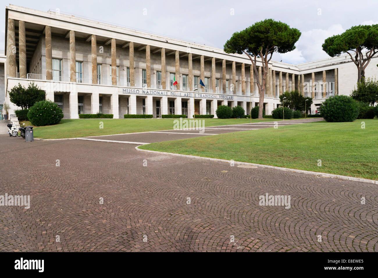 Museo Nazionale di Arte e Tradizioni Popolari, Museo nazionale delle arti e tradizioni popolari, quartiere EUR di Immagini Stock