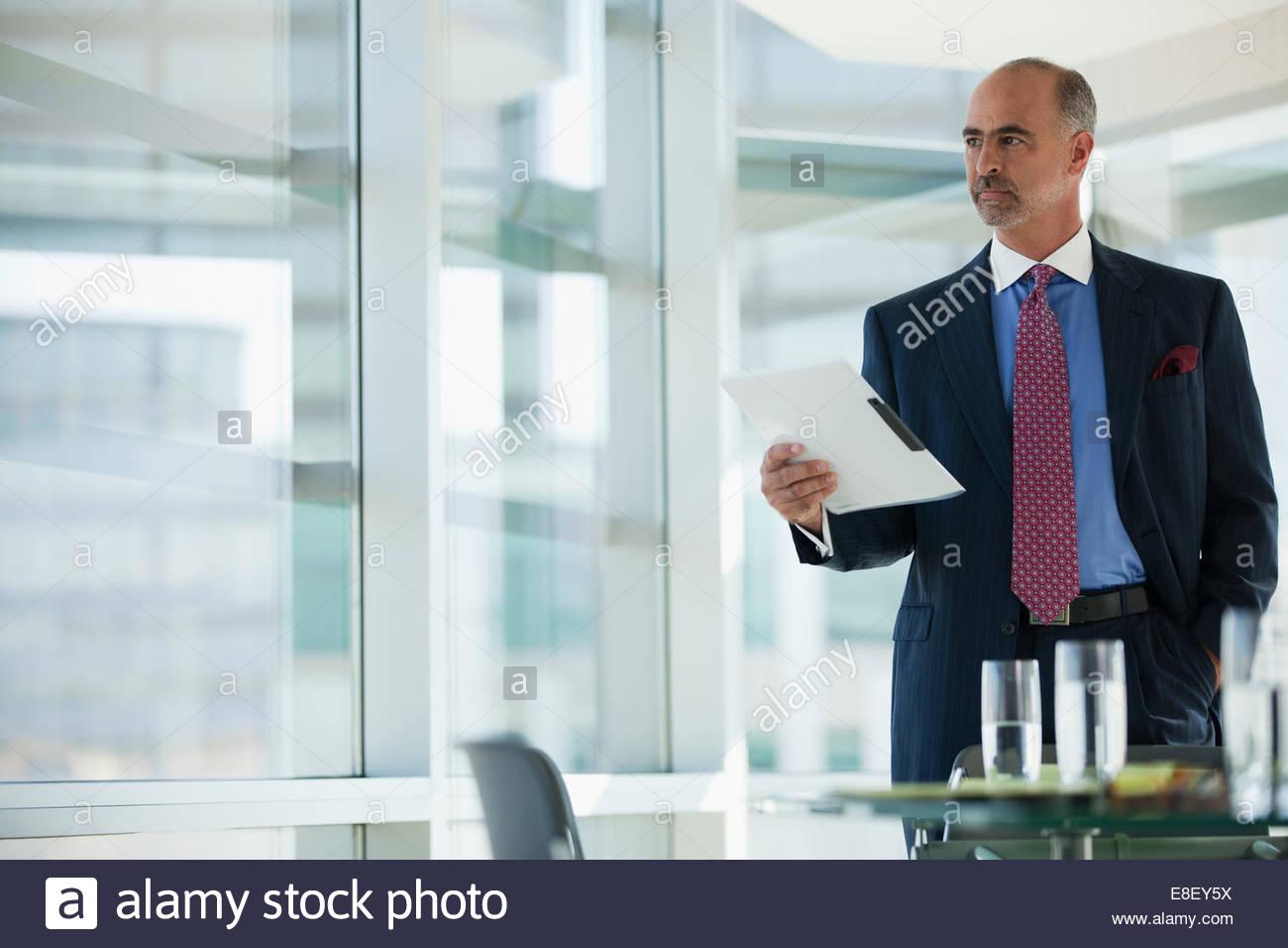 Imprenditore apposita cartella di Office Immagini Stock