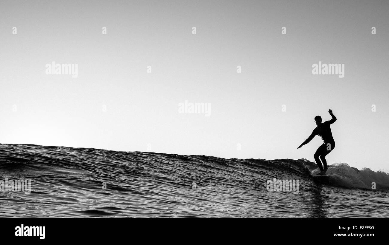 Surfista sull'onda Immagini Stock