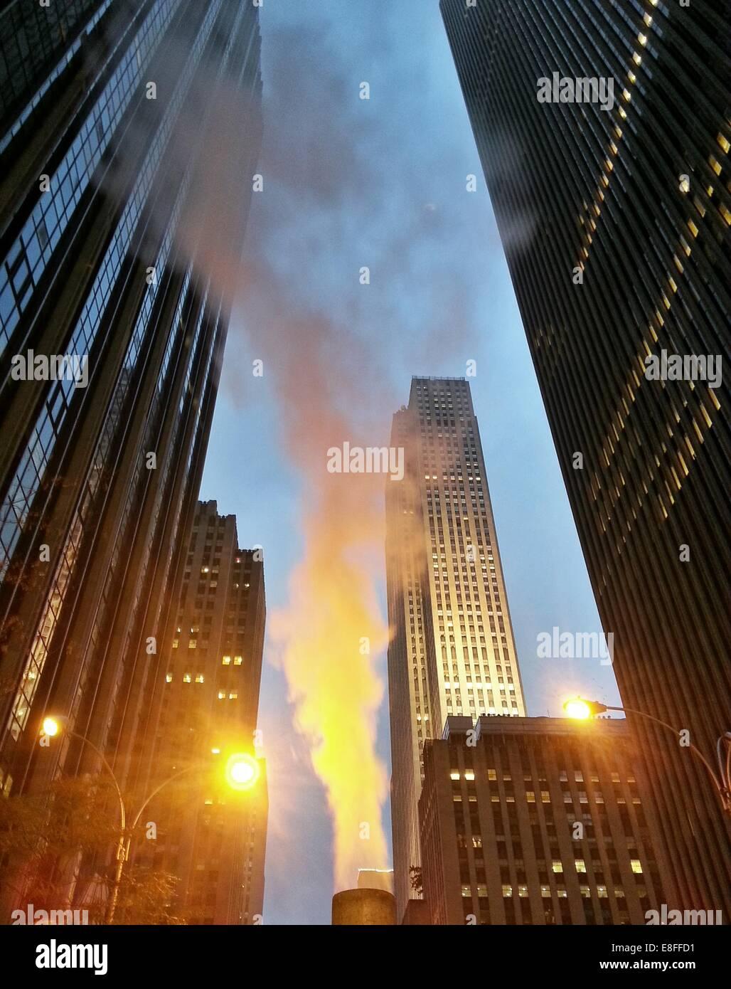 Stati Uniti d'America, nello Stato di New York, New York City, vapore in aumento a Rockefeller Center Immagini Stock