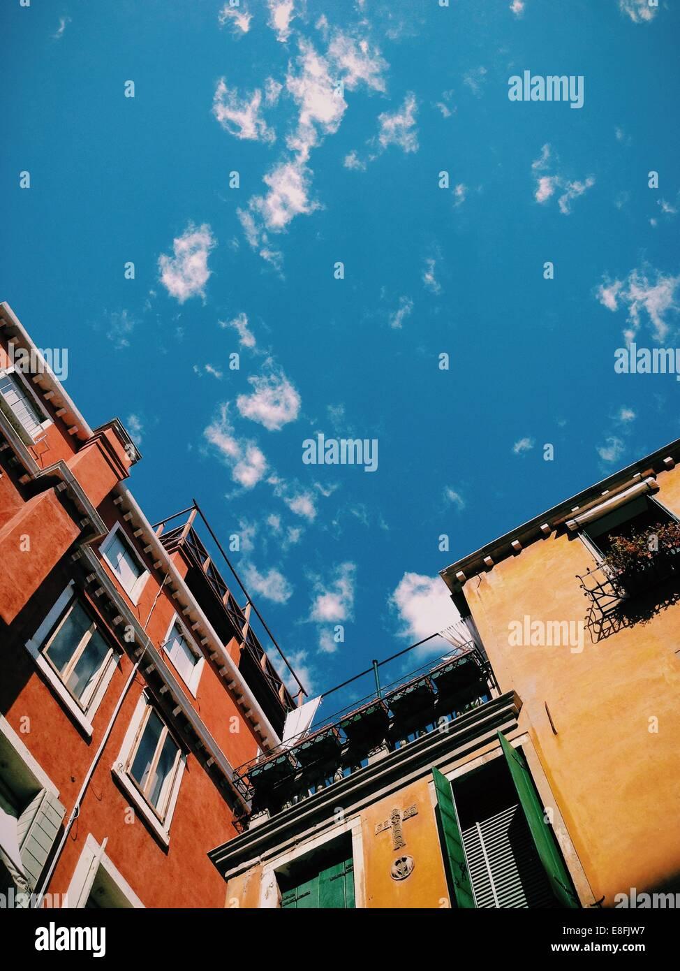 L'Italia, Venezia, Sky sugli edifici Immagini Stock
