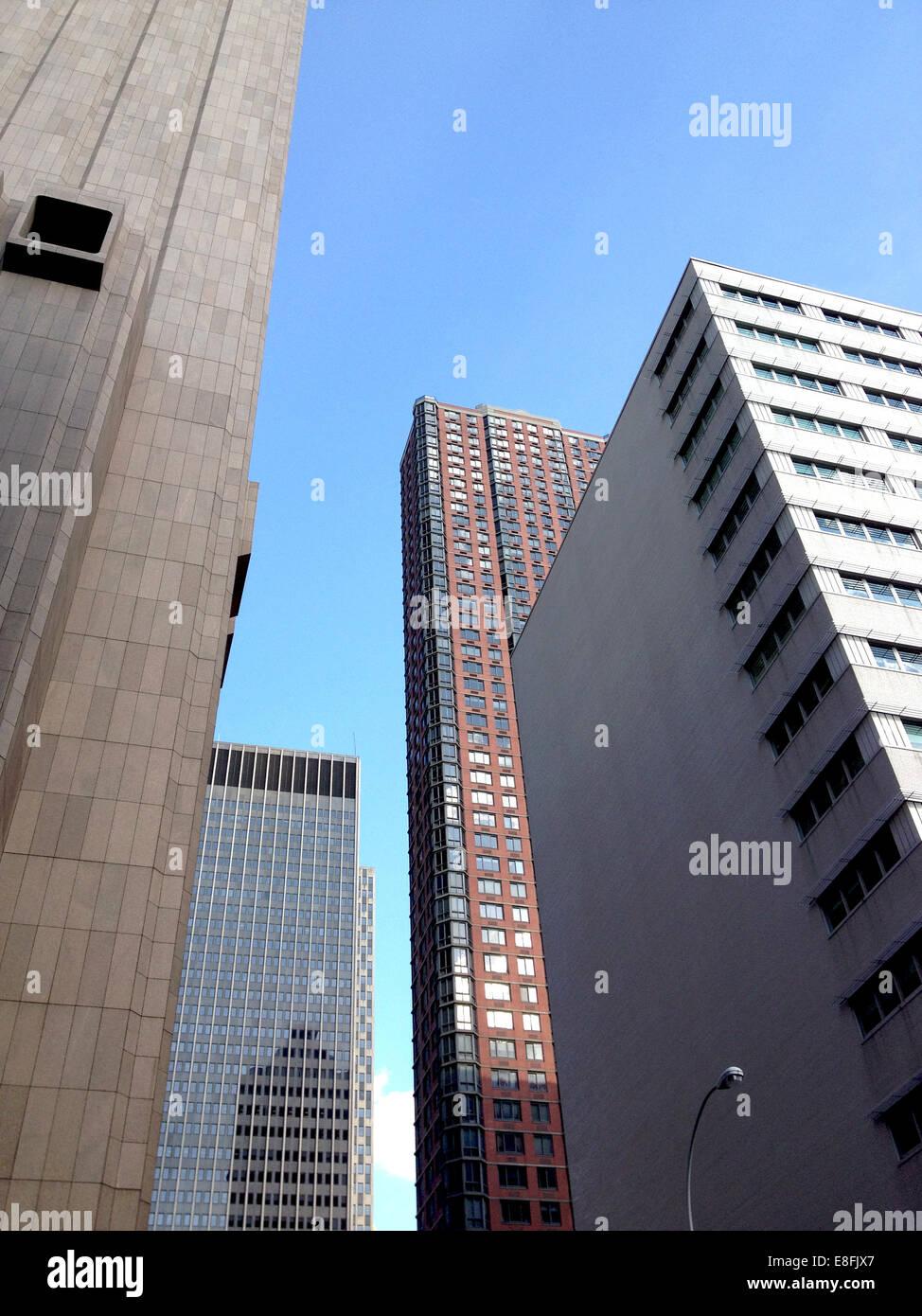 Stati Uniti d'America, nello Stato di New York, New York City, Città edifici visto da sotto Immagini Stock