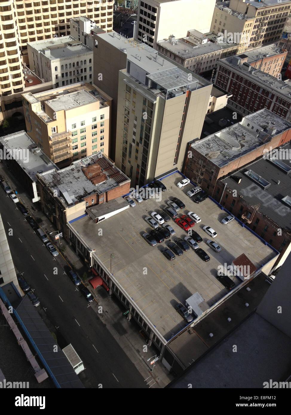 Stati Uniti, California, San Francisco, Tetto a parcheggio e gli edifici della città Immagini Stock