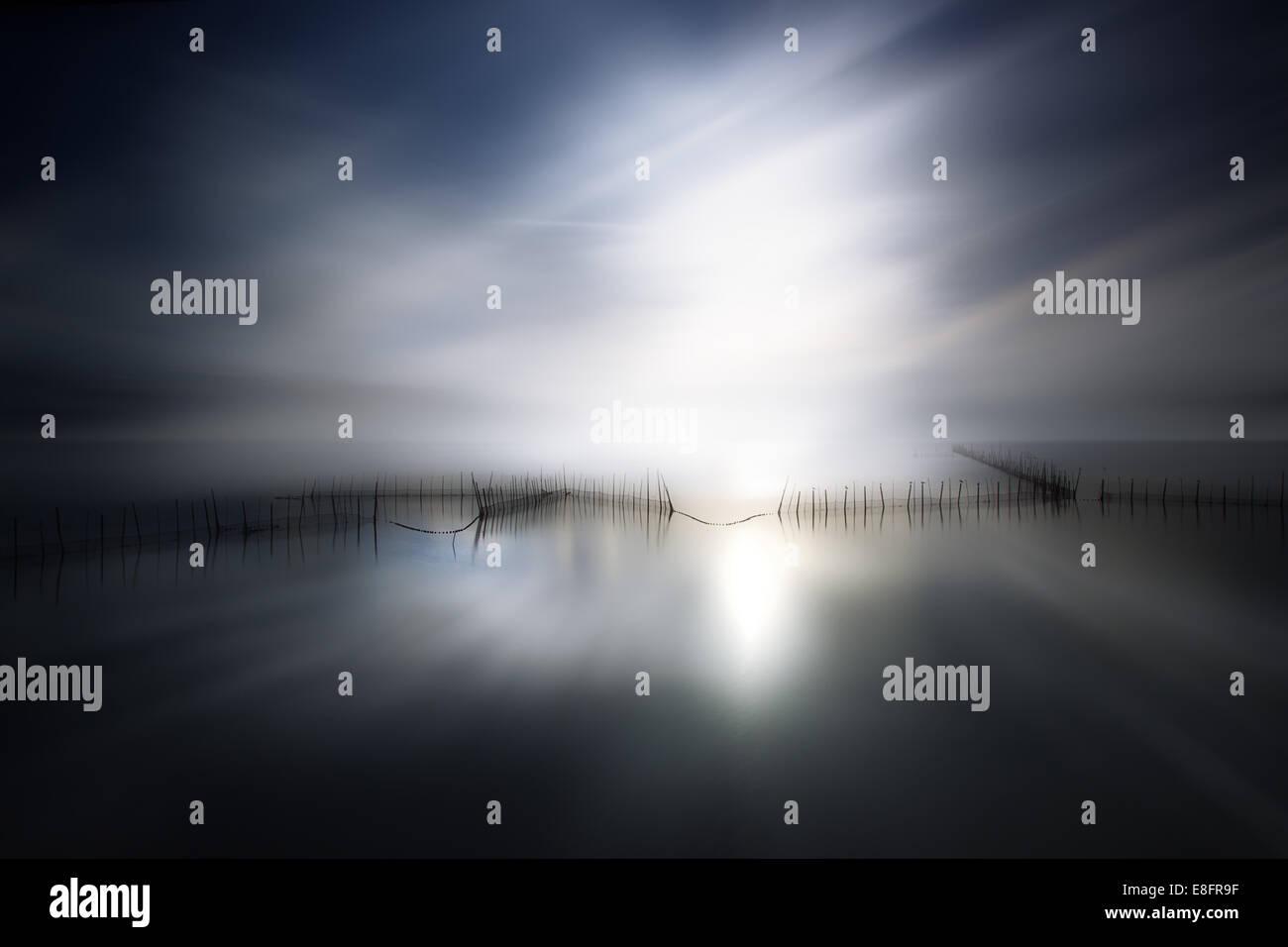 La luce del sole sopra il lago Immagini Stock