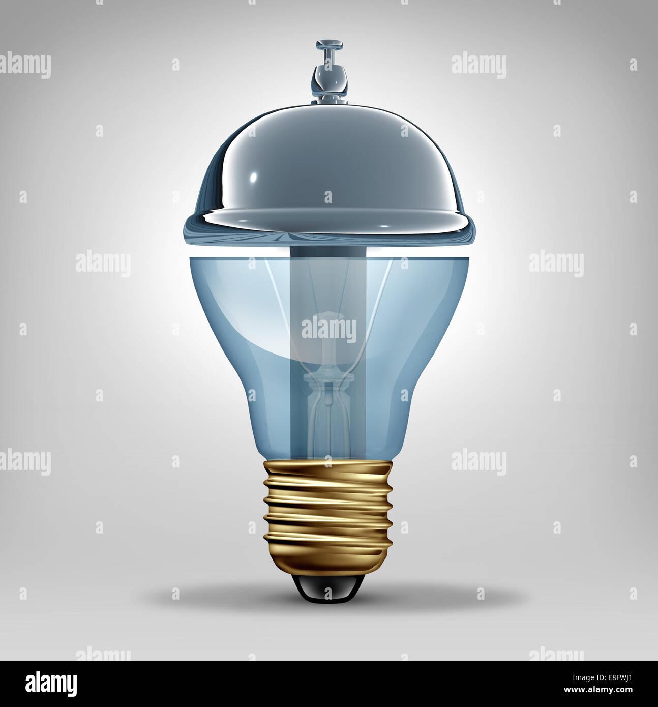 I servizi creativi concetto come un tridimensionale lampadina elettrica conformata come un cliente servizio ospitalità Foto Stock
