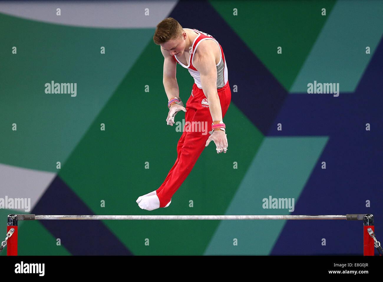 Nilo Wilson (ITA) è soddisfatto per la sua prestazione sulla barra orizzontale. Ginnastica artistica- uomini tutti Foto Stock