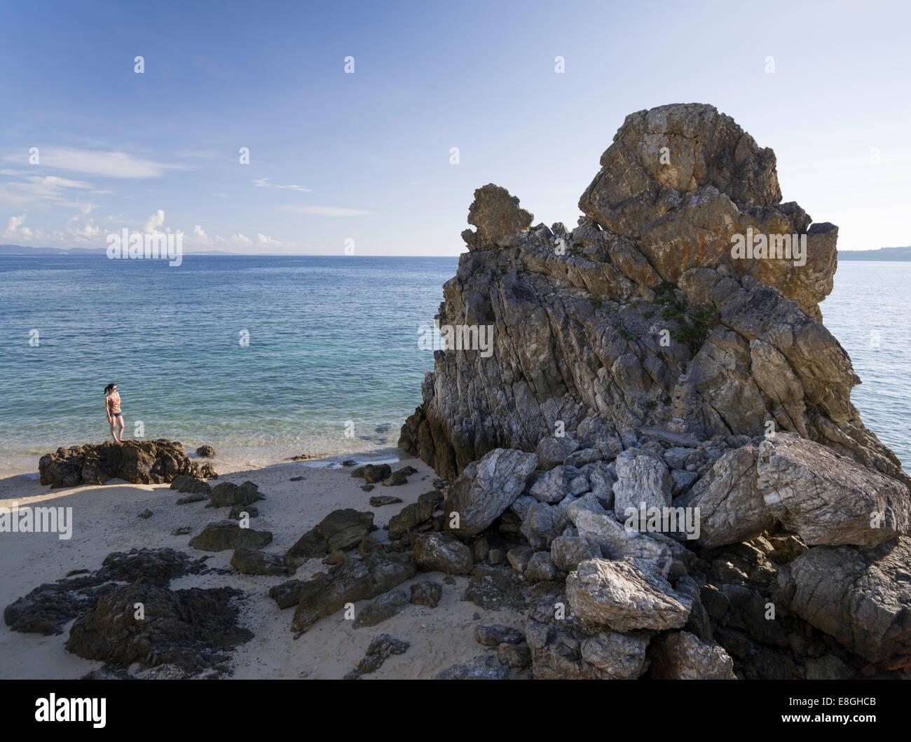 Saki Motobu beach a.k.a. Tritare Gorilla - famoso luogo di immersione nei pressi di Motobu, Okinawa, in Giappone Immagini Stock