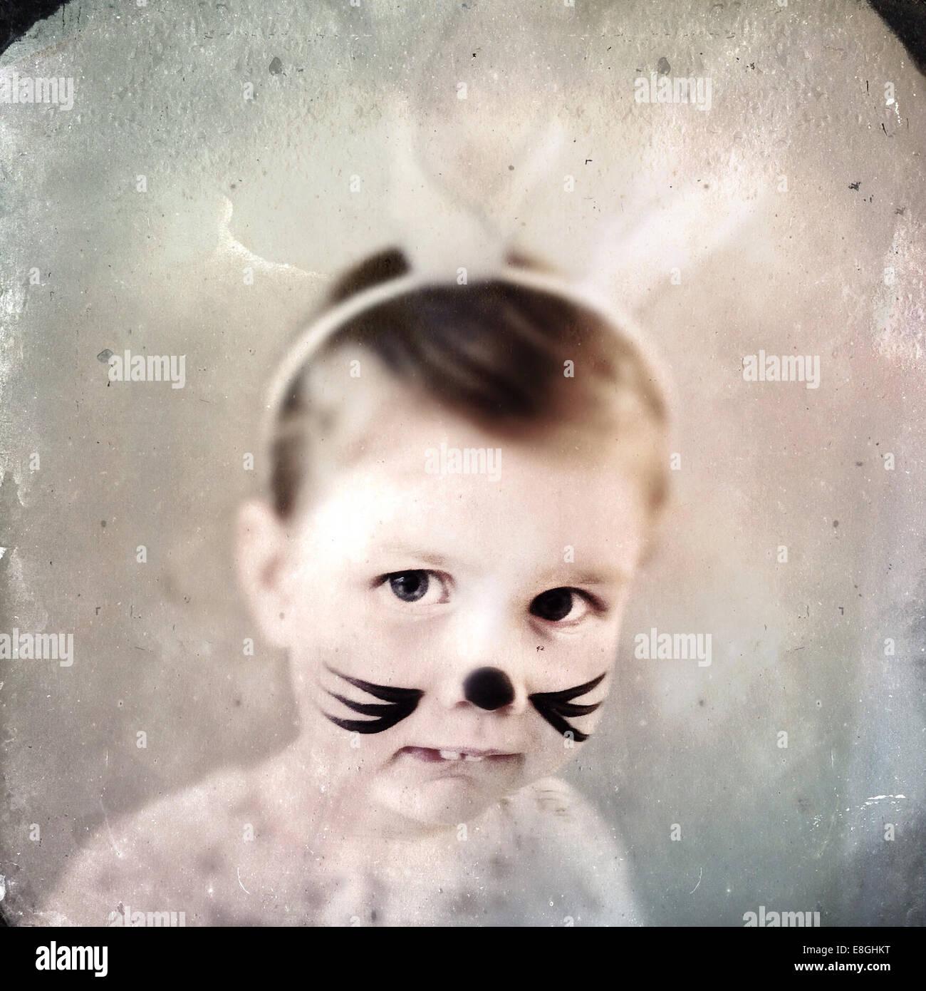 Ritratto di ragazza con faccia di coniglio vernice Immagini Stock