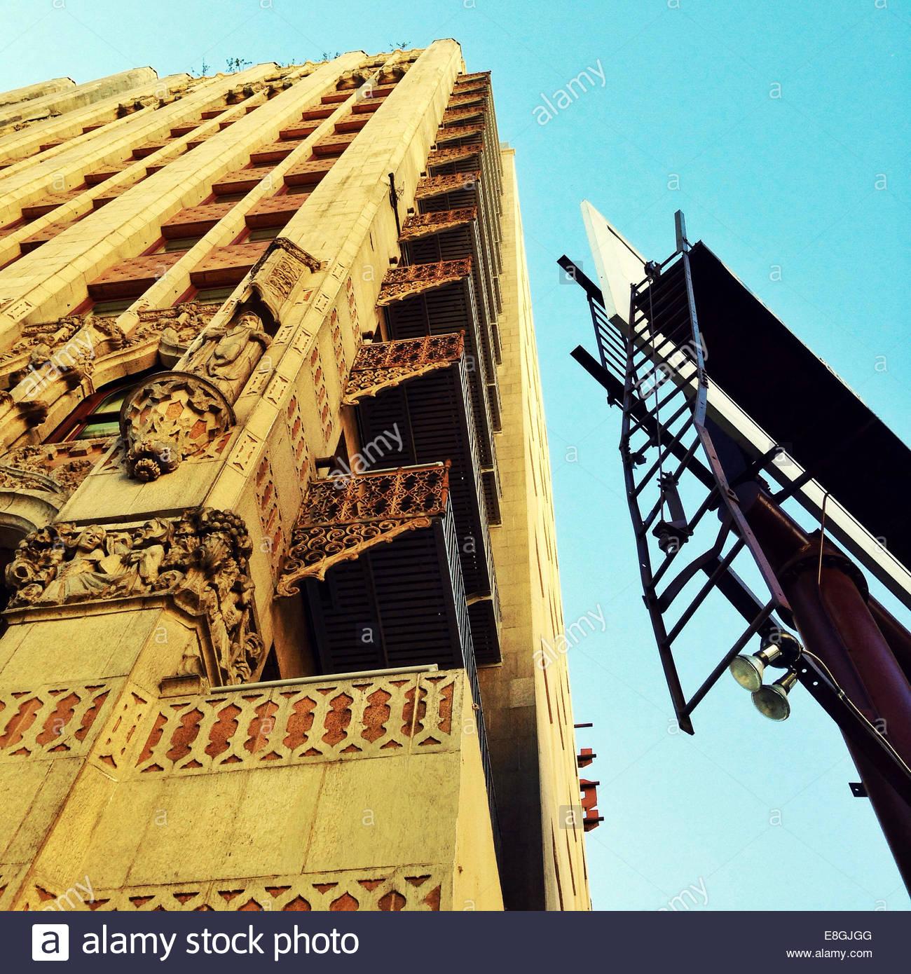 A basso angolo di visione dell'esterno dell'edificio Immagini Stock