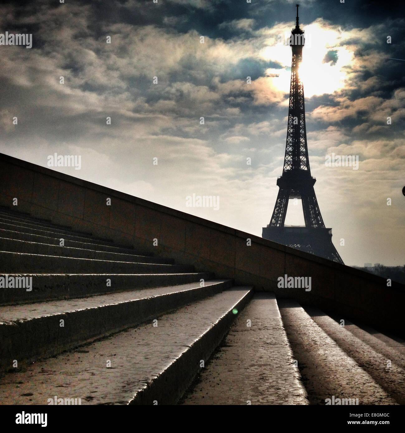 Francia, Parigi Torre Eiffel si vede dalle fasi Immagini Stock