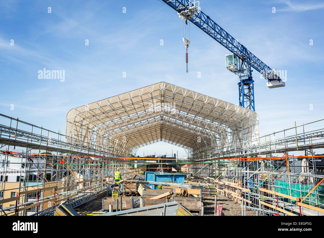 Sito in costruzione contro sky Immagini Stock