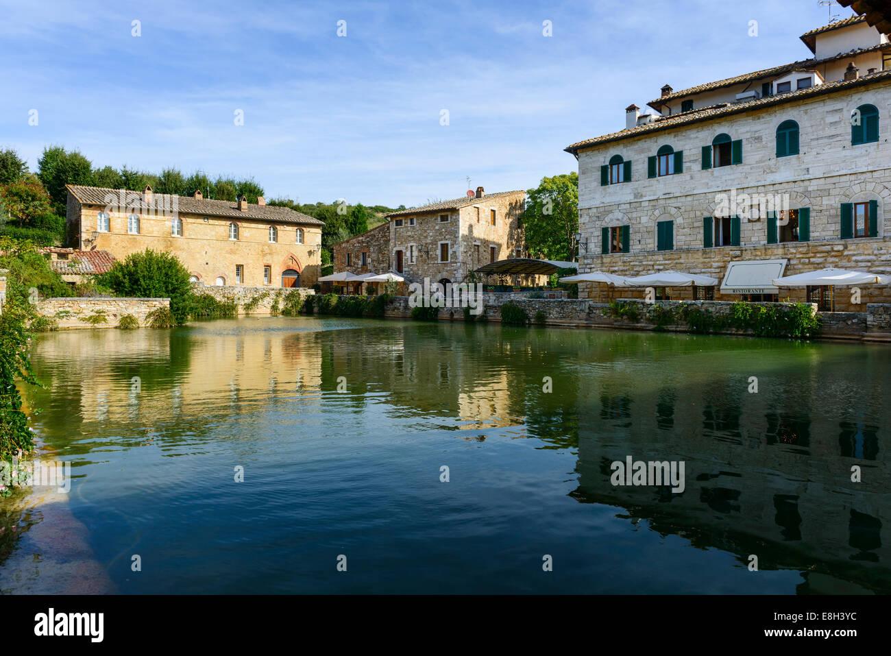 Toscana bagno vignoni piazza delle sorgente e la piscina termale