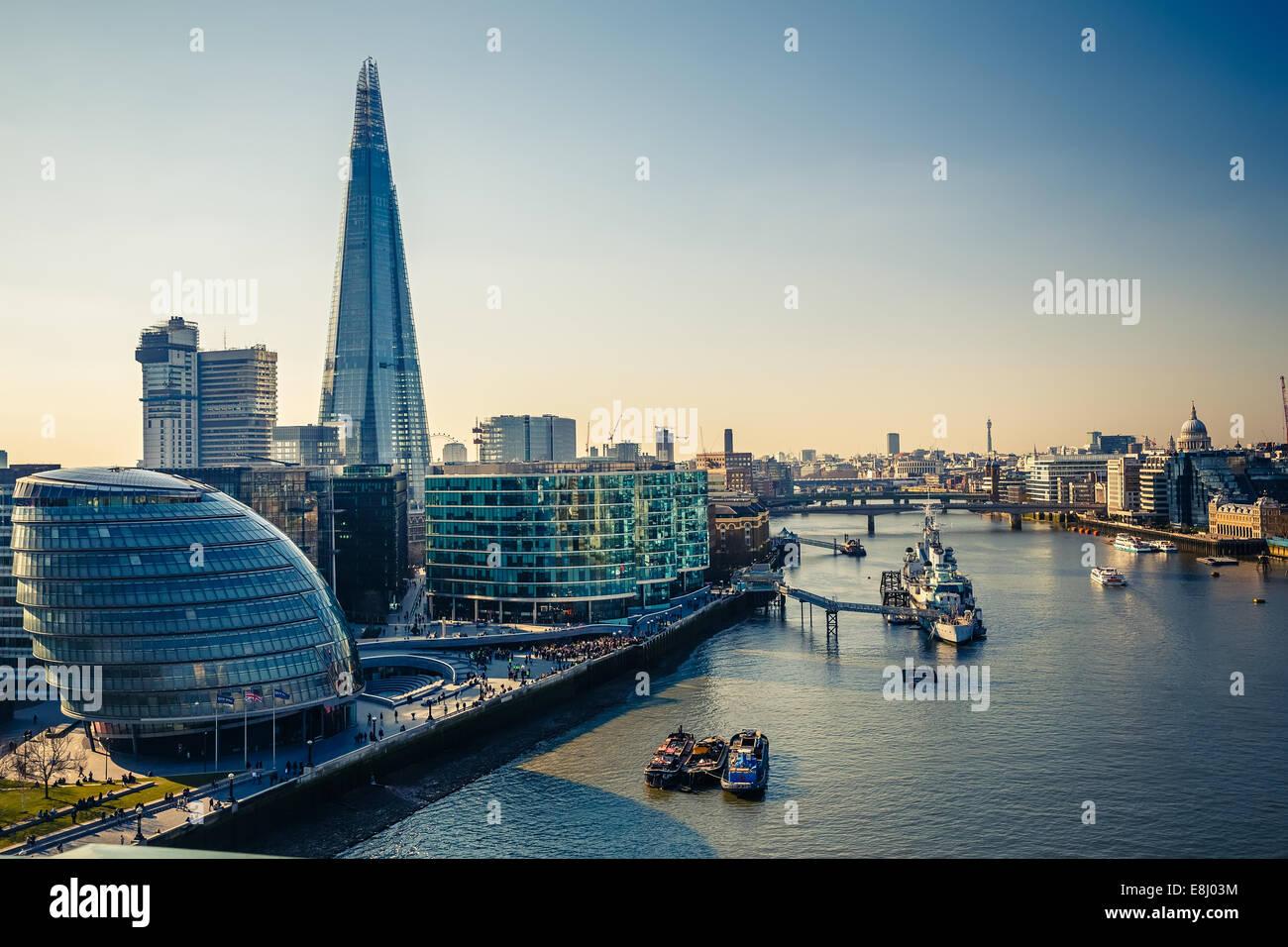 Il Tamigi e il centro di Londra Immagini Stock