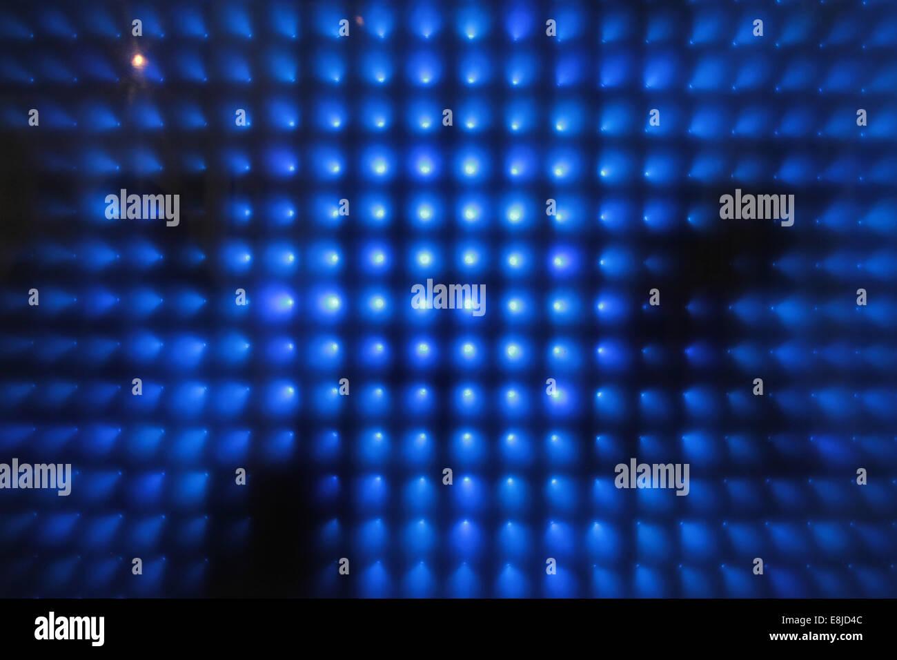 La luce blu e nero forme geometriche. Foto Stock
