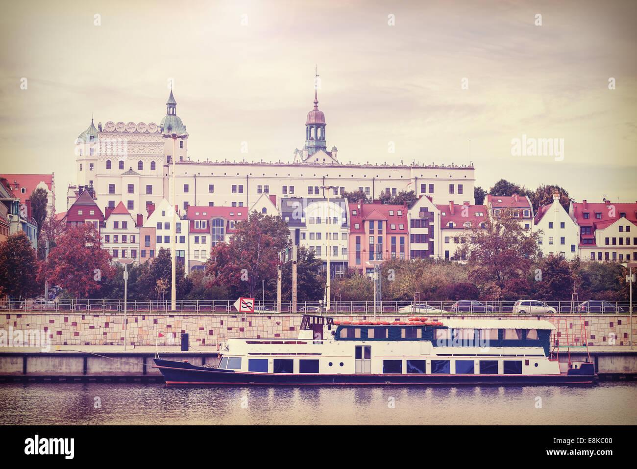 Retro Vintage filtrata foto di Szczecin vista del fiume, Polonia Immagini Stock