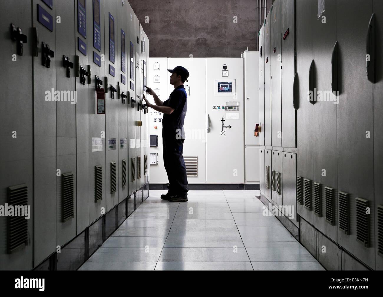 Tecnici di distribuzione elettrica camera, Landfrischmolkerei latteria, Wels, Austria superiore, Austria Immagini Stock