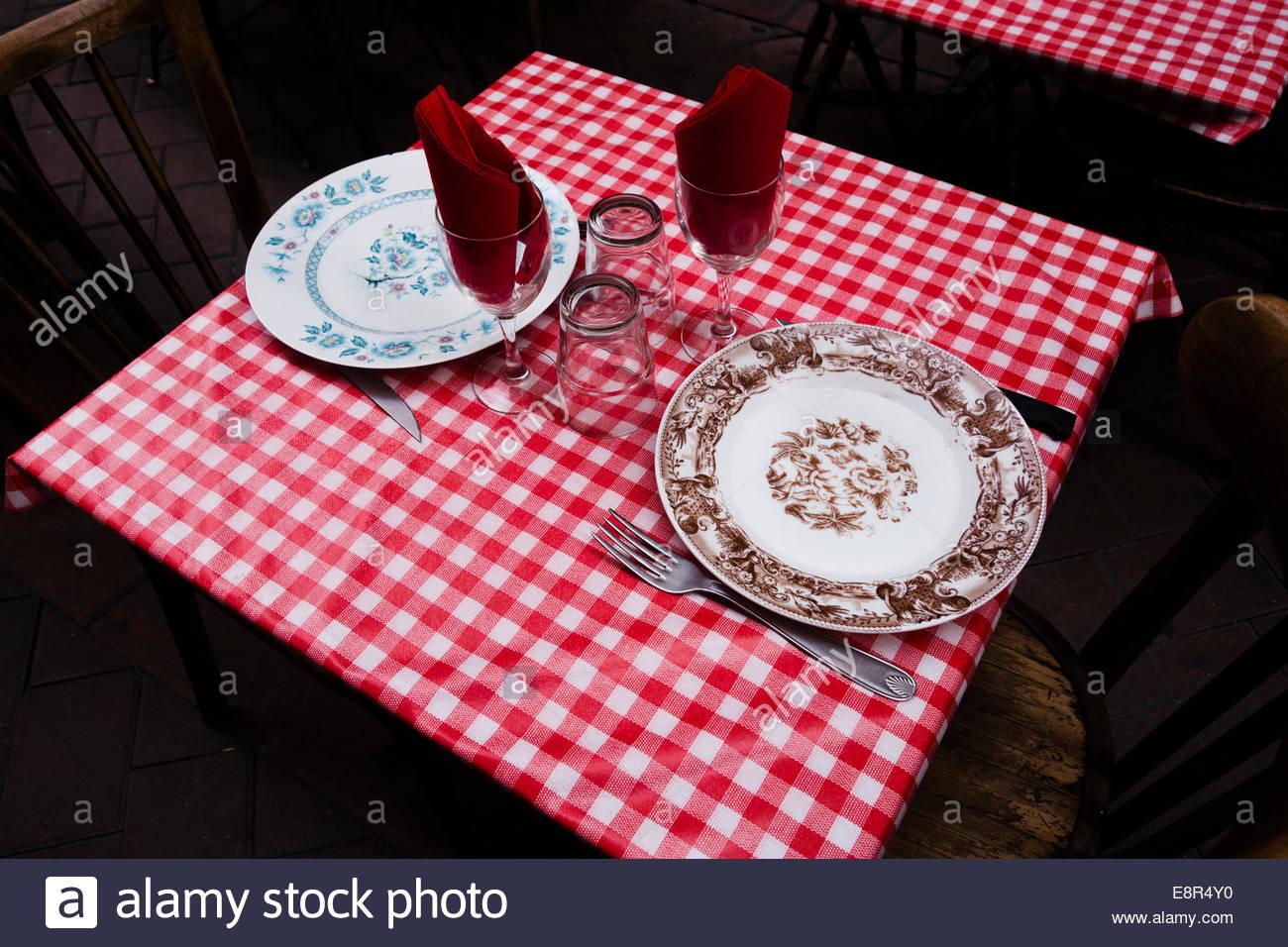 Un tavolo per due, Perpignan, Francia. Immagini Stock