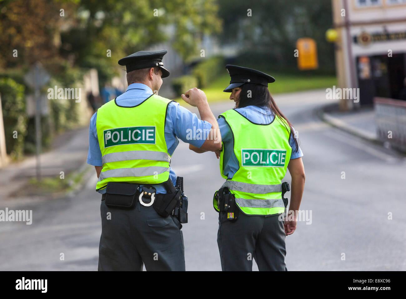 Due poliziotti della Repubblica ceca di polizia stradale , pattuglia di polizia Immagini Stock