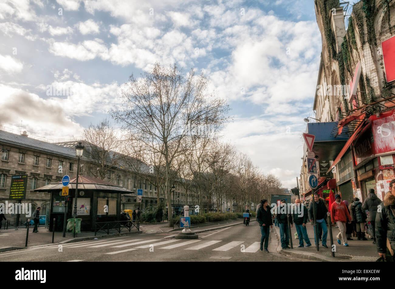 Strada di Parigi in inverno Immagini Stock