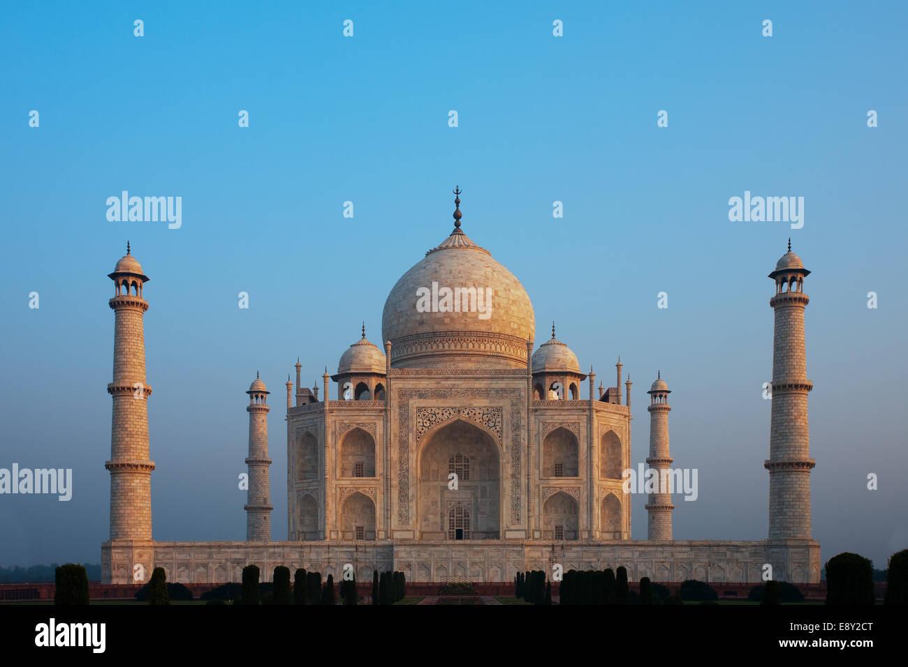 Centrato Taj Mahal vuota al Sunrise Immagini Stock