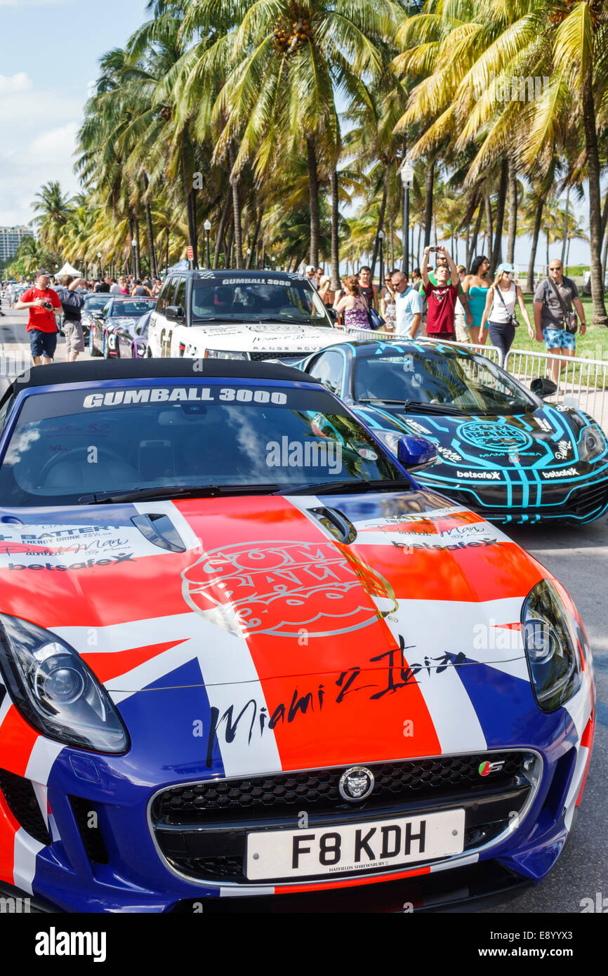 Miami Beach Florida Ocean Drive Gumball 3000 road race rally motor sports cars racing presentano Unione Jack Foto Stock