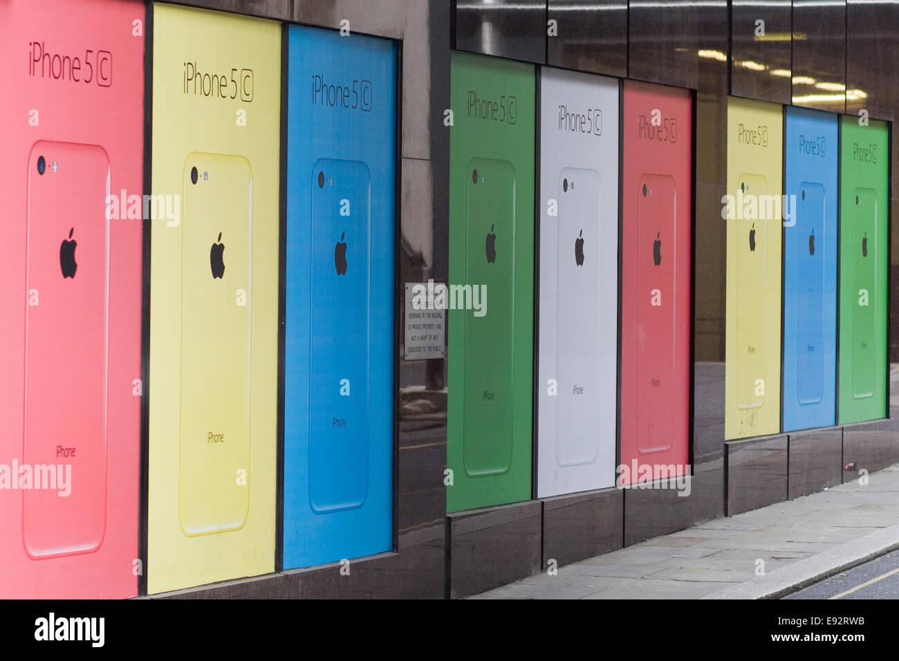 I Phone 5c casi poster pubblicitario Immagini Stock