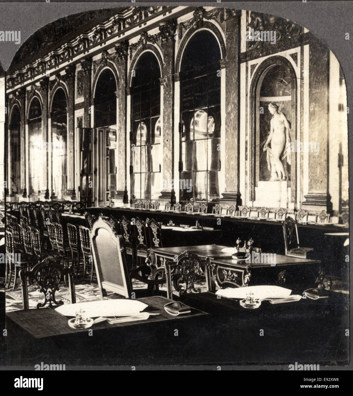 Galerie des Claces, che mostra la tabella dove WWI trattato di pace è stato firmato, Versailles, Francia, singola Immagini Stock