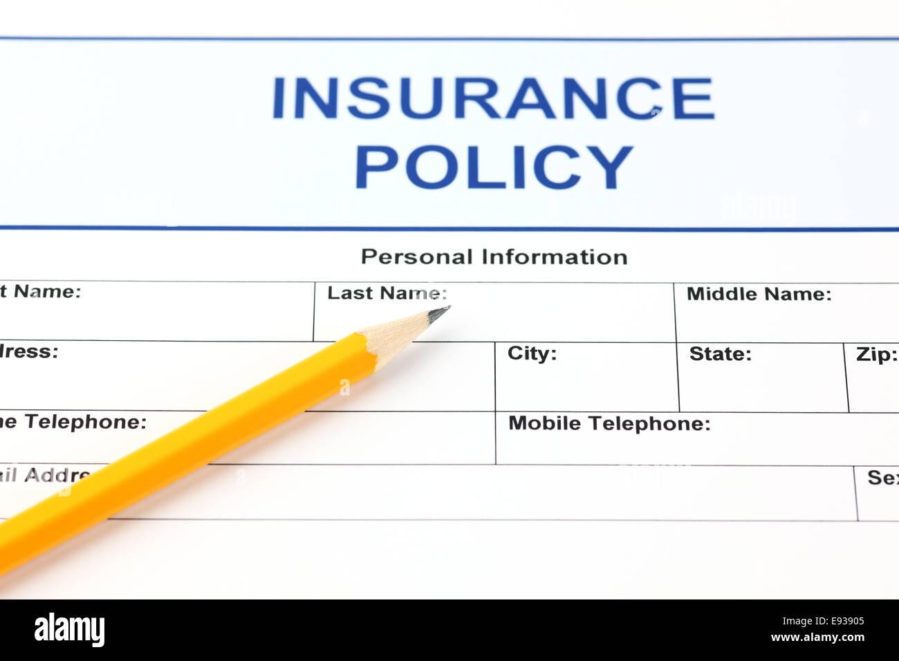 Polizza di assicurazione con una matita. Foto Stock