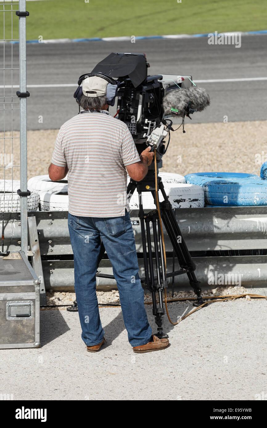 Cameraman professionale la registrazione durante la World Series by Renault in pista a Jerez Immagini Stock