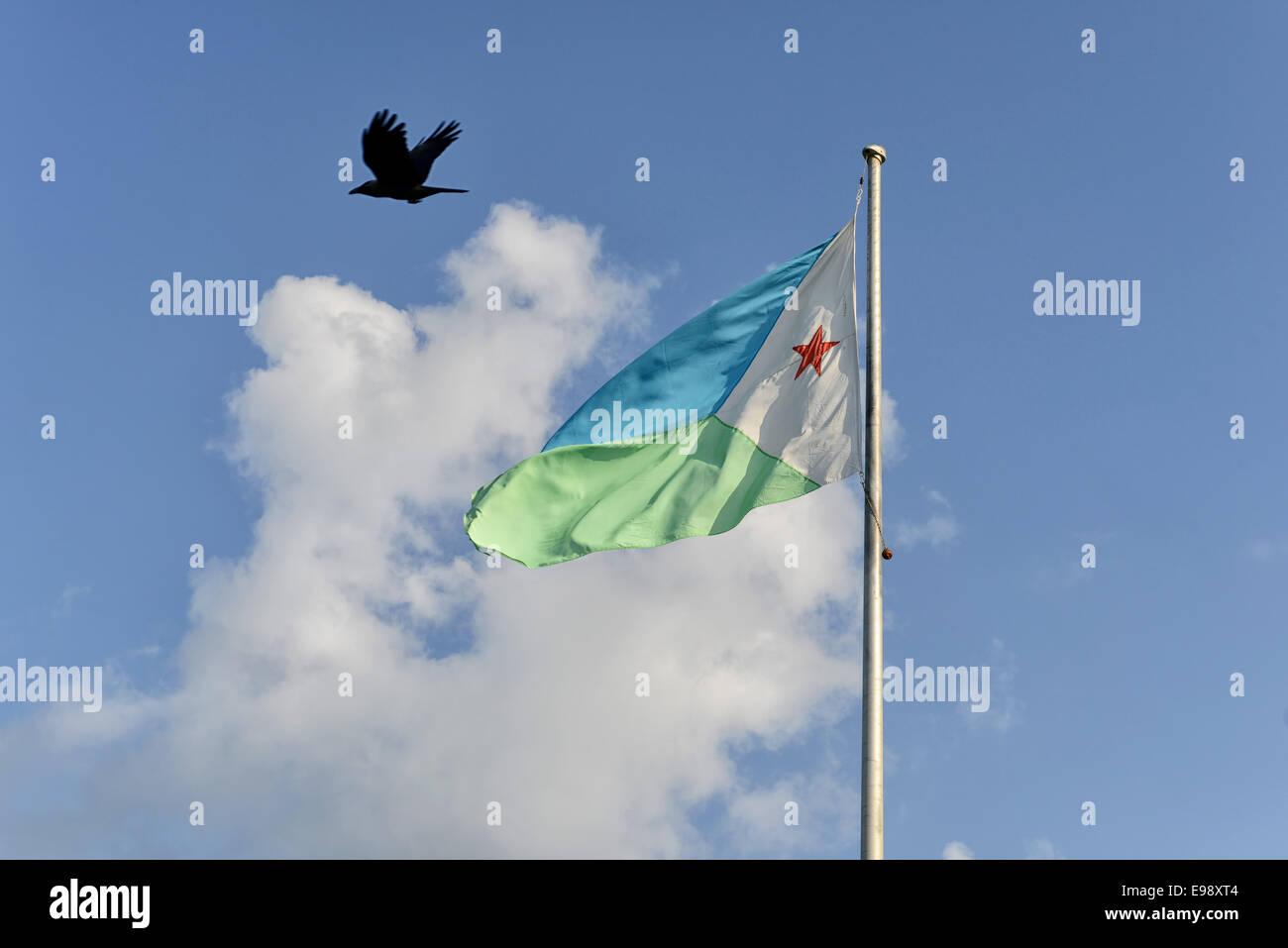 Bandiera nazionale al Kempinski Palace nella città di Gibuti, Gibuti Immagini Stock