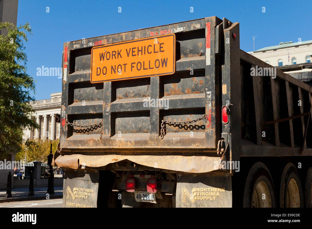Non seguire il messaggio di avvertenza di lavori di costruzione carrello - USA Immagini Stock