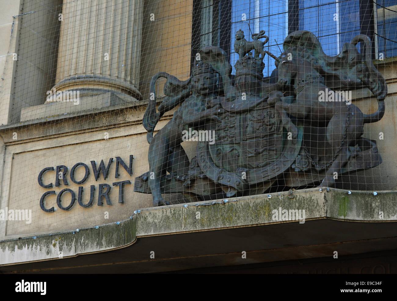 Data: 21.10.2014 Località: Oxford CATCHLINE: bordello custodi della condanna priorità: Lead per: Gv Edwina Kalay (qui illustrato è blu cardigan), di anni 53, è stato a causa di essere condannato per un bordello mantenendo a Oxford Crown Court GV vista generale dettaglio di segno e fr Foto Stock