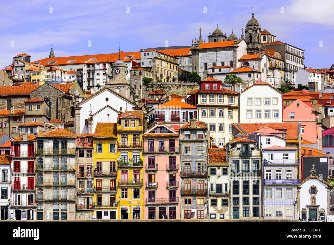 Porto, Portogallo cityscape attraverso il fiume Douro. Immagini Stock