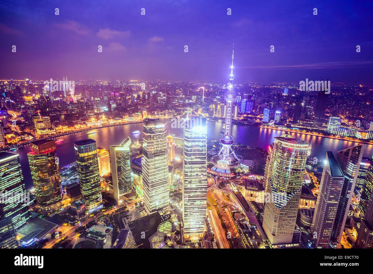 Shanghai, Cina vista dello skyline della citta' oltre il Distretto Finanziario di Pudong. Immagini Stock