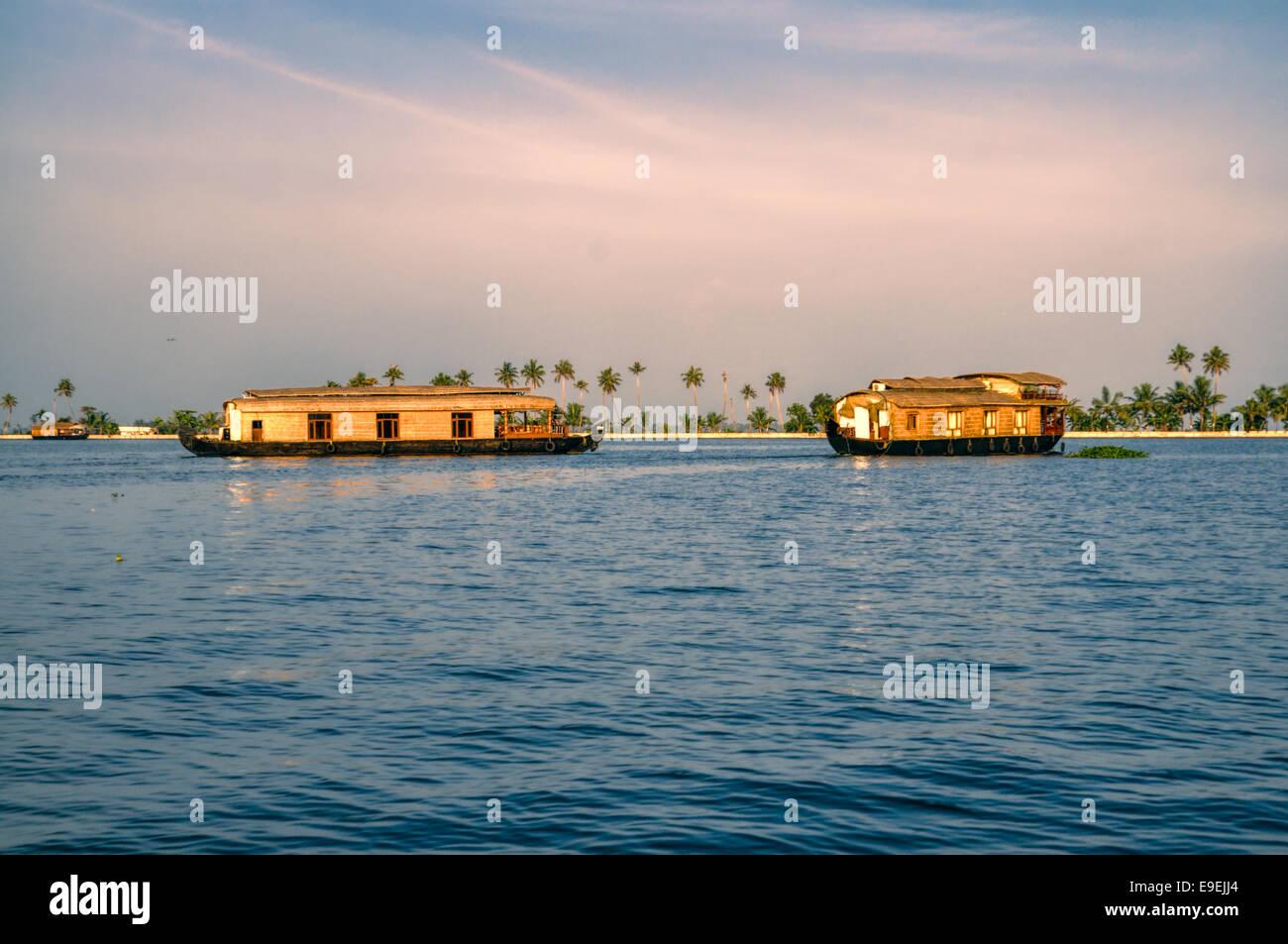 In legno tradizionali case galleggianti di Alleppey regione in India Immagini Stock