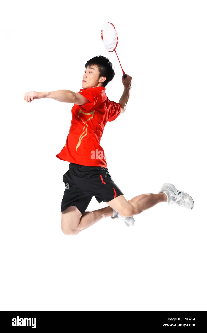 Gli atleti di sesso maschile la riproduzione di badminton Immagini Stock