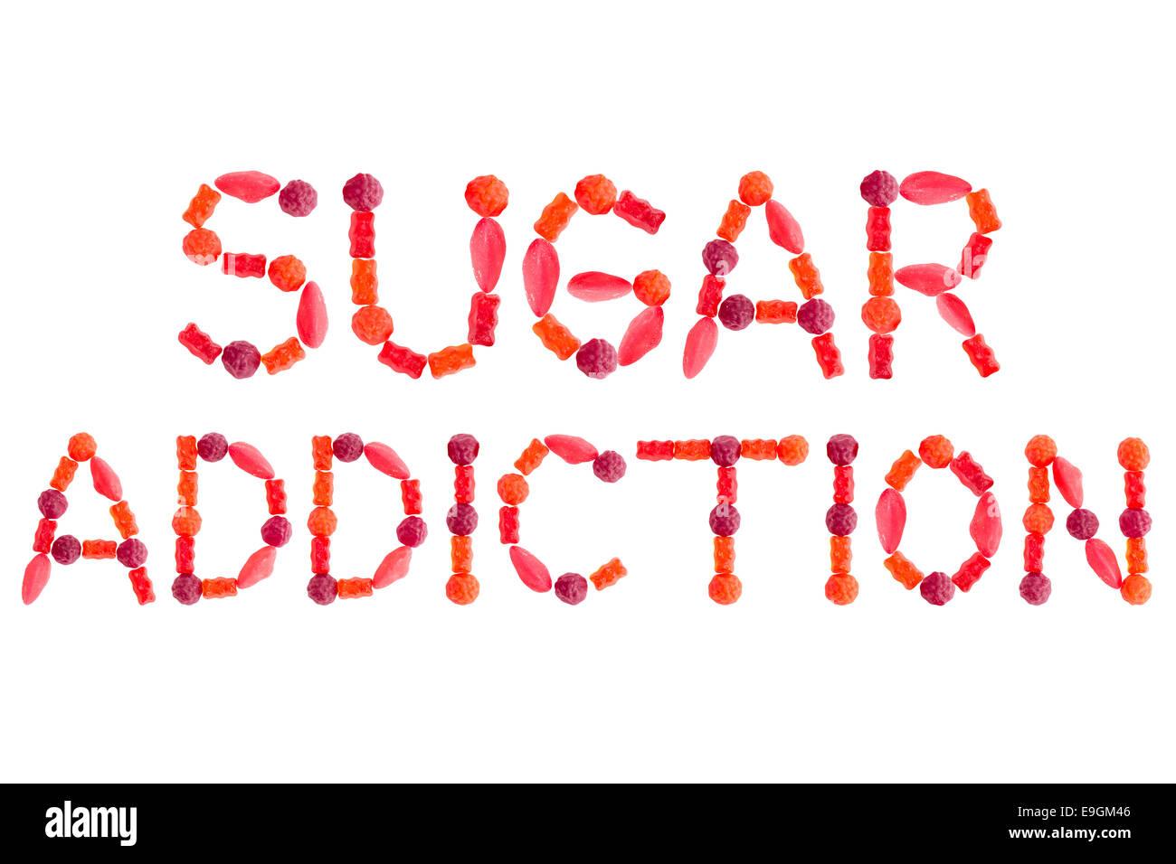 Parole DIPENDENZA DA ZUCCHERO fatta di rosso caramelle zuccherine, isolato su sfondo bianco Immagini Stock