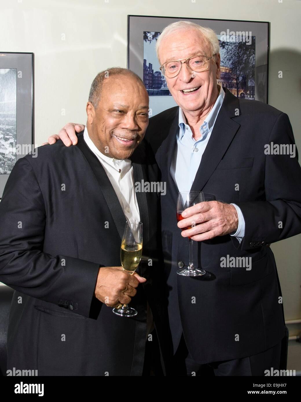 Sir Michael Caine e Quincy Jones dietro le quinte di una notte fuori con Sir Michael Caine il 01/10/2014 presso Foto Stock