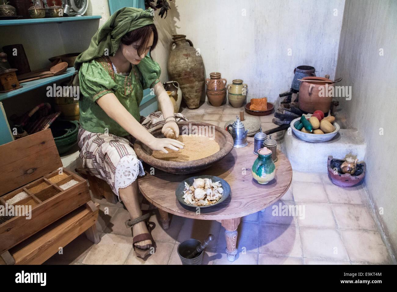 Tableau che illustra la vita quotidiana sotto gli ottomani presso il Museo delle Arti e Tradizioni Popolari in Khalaout Immagini Stock